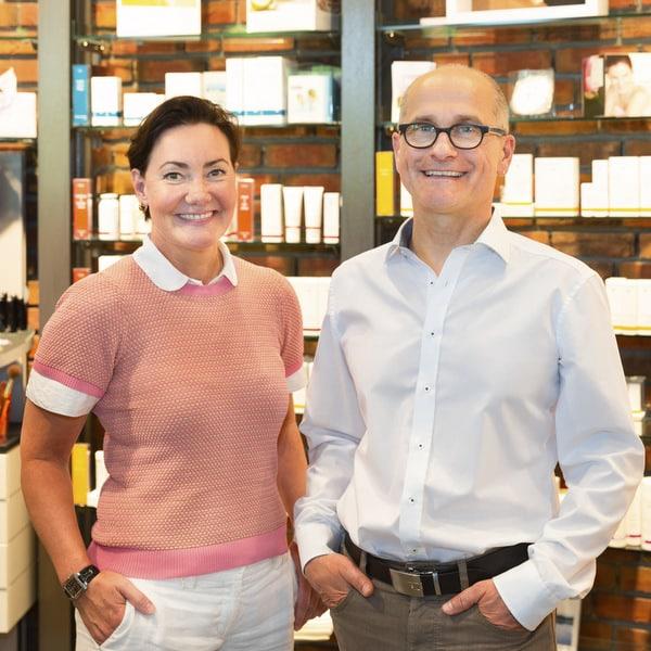 Kosmetikerin Sonja Drücker, Dr. Jacek Sakowski